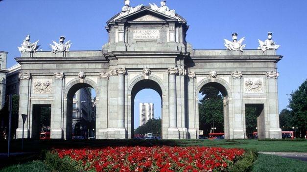 Puerta de Alcalá Madrid - Trixi Tours on bicycles