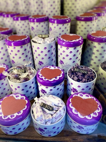 La Violeta: find this traditional sweets shop in Madrid just a few minutes walk from our Trixi bike and walking tours shop.